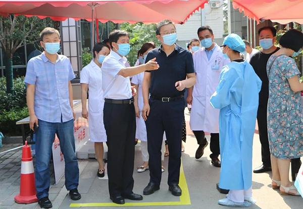 渭南市卫健委党组成员、驻委纪检组长 杨立鹏一行对市二院健康扶贫、疫情 防控工作进行检查指导